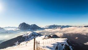 意大利语Dolomiti准备好在滑雪季节 库存图片