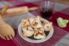 意大利辣味香肠闭合的sfiha 免版税库存图片