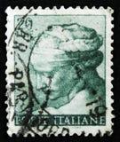 意大利邮票由Michelangio显示利比亚女巫,西斯廷教堂壁画的头,大约1961年 免版税库存照片