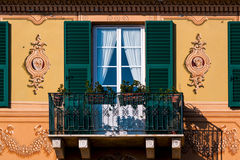 意大利里维埃拉的美丽如画的阳台 免版税库存照片