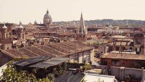 意大利镇,传统意大利地平线空中射击  老房子和传统意大利屋顶全景  股票视频