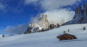 意大利阿尔卑斯在冬天 免版税库存图片