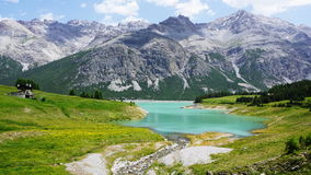 意大利阿尔卑斯山湖 库存图片