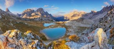 意大利阿尔卑斯白云岩- Tre Cime - Lago dei Piani 免版税库存图片