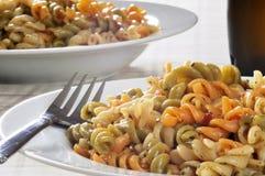 意大利面制色拉蔬菜 免版税库存照片