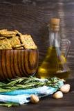 意大利面包油炸马铃薯片用大蒜和迷迭香 库存照片