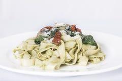 意大利面团盘用蕃茄 库存照片