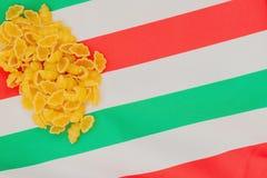 意大利面团,与意大利旗子的颜色的概念图象 您的文本的地方,为背景使用 许多地方 免版税图库摄影