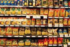 意大利面团,在超级市场泰国模范的通心面的分类 曼谷泰国 免版税库存图片