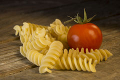意大利面团fusilli用蕃茄 免版税图库摄影