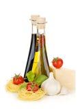 意大利面食、蕃茄,橄榄油等 库存图片