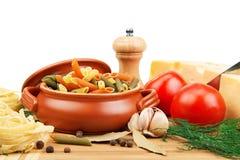 意大利面食和厨房器物 免版税图库摄影