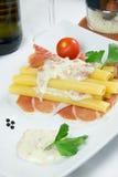 意大利面食和火腿 免版税库存图片