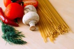 意大利面食和蔬菜 库存图片