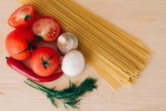 意大利面食和蔬菜 免版税库存照片