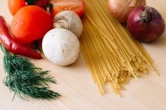 意大利面食和蔬菜 免版税库存图片