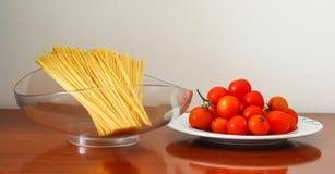 意大利面食和蕃茄 库存照片