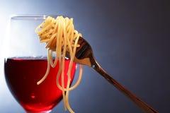 意大利面食和酒 库存图片