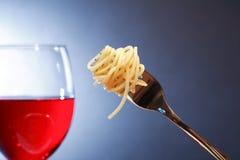 意大利面食和酒 免版税库存图片