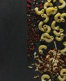 意大利面食和香料 图库摄影