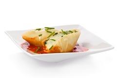 意大利面食壳充塞了 免版税库存照片