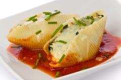 意大利面食壳充塞了 库存图片