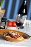 意大利面食正餐用红葡萄酒 免版税库存照片