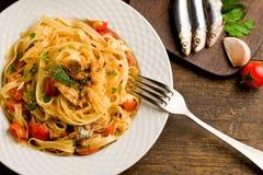 意大利面食沙丁鱼 免版税库存照片
