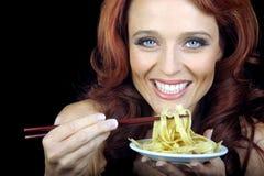 意大利面食牌照妇女 免版税库存照片