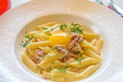 意大利面食用原始的鸡蛋 库存照片