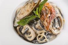 意大利面食用在牌照的海鲜 库存图片