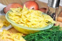 意大利面食用在表的莳萝 库存照片