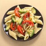 意大利面食用夏南瓜和蕃茄 免版税图库摄影