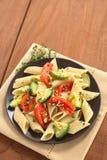 意大利面食用夏南瓜和蕃茄 图库摄影