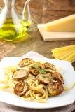 意大利面食用油煎的夏南瓜 库存照片
