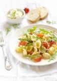 意大利面食用蕃茄和干酪 库存照片