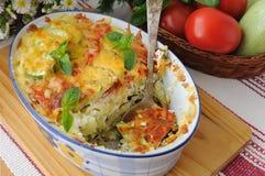 意大利面食砂锅用夏南瓜和蕃茄用干酪 库存照片