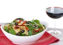 意大利面食红色沙拉酒 库存照片
