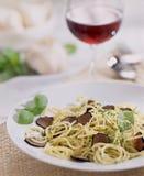 意大利面食红色truffel酒 免版税库存照片