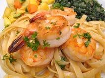 意大利面食虾蔬菜 图库摄影