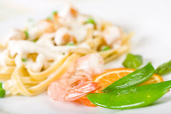 意大利面食豌豆海鲜 免版税库存照片