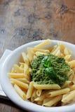 意大利面食col pesto 库存照片