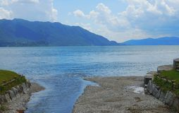 意大利风景laggo maggiore湖全景山 库存图片