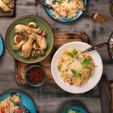 意大利食物品种在木桌上的 库存照片