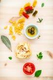 意大利食物概念各种各样的种类与橄榄油味道的面团 库存照片