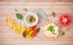 意大利食物概念各种各样的种类与橄榄油味道的面团 免版税库存图片
