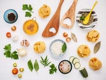 意大利食物概念和菜单设计 干自创意大利细面条 免版税库存图片