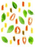 意大利食物概念Fusilli面团用蕃茄切的和甜点 免版税库存图片