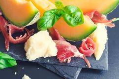 意大利食物的概念用瓜和熏火腿 库存照片