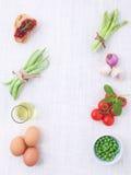 意大利食物背景,用藤蕃茄,芦笋,蓬蒿, s 库存图片